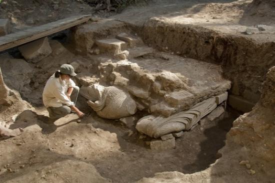 02-statues-in-situ-120917.jpg