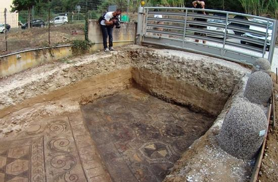 1 ancient roman mosaic