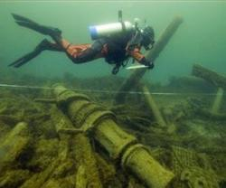 1032728 6 20150824231605 workers removing debris find 18th century shipwreck in maryland