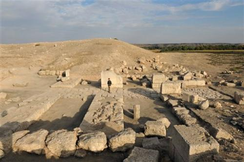 12-archaeologis.jpg