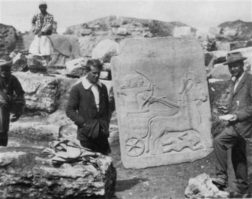 13-archaeologis.jpg