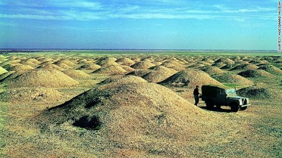 131022172628-bahrain-burial-field-aali-1956-archive-pic-horizontal-gallery.jpg