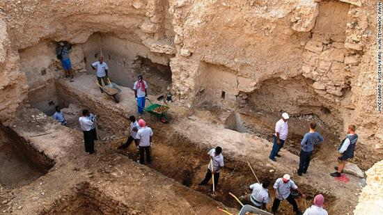 131022172641-modern-day-excavation-of-bahrain-royal-burial-mound-aali-horizontal-gallery.jpg
