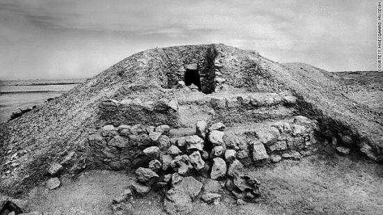131022172649-bahrain-royal-burial-mound-aali-circa-1954-horizontal-gallery.jpg