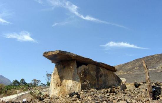 14vbg-dolmen-893172f.jpg