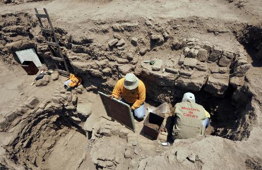 17-archaeologis-1.jpg