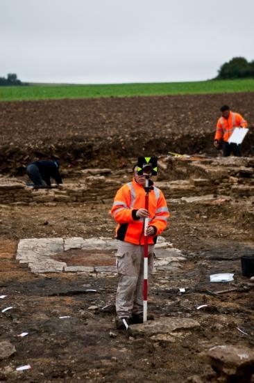22079-2011-10-patrimoine-fouilles-archeologiques-commercant-de-liane-cestres-jj-dijonscope-2.jpg