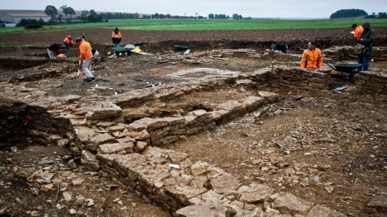 22080-2011-10-patrimoine-fouilles-archeologiques-commercant-de-liane-cestres-jj-dijonscope-3.jpg
