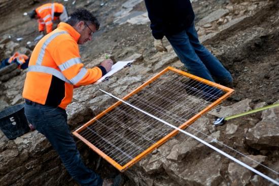 22082-2011-10-patrimoine-fouilles-archeologiques-commercant-de-liane-cestres-jj-dijonscope-10.jpg