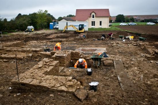 22086-2011-10-patrimoine-fouilles-archeologiques-commercant-de-liane-cestres-jj-dijonscope-25.jpg