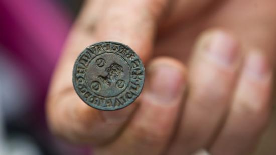 22087-2011-10-patrimoine-fouilles-archeologiques-commercant-de-liane-cestres-jj-dijonscope-27.jpg