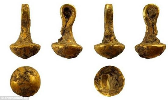 2ea49bcc00000578 3327210 a gold pendant pictured discovered on the site of a prehistoric a 41 1448034319411