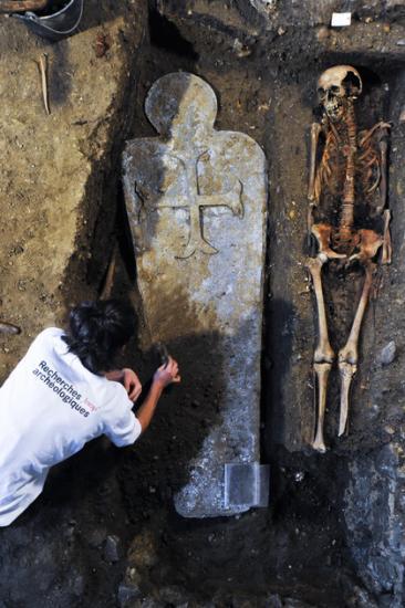 420-67594-vignette-degagement-sarcophage-2012-h-paitier-3.jpg