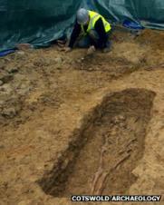 56755976-excavatingaroundaburial.jpg