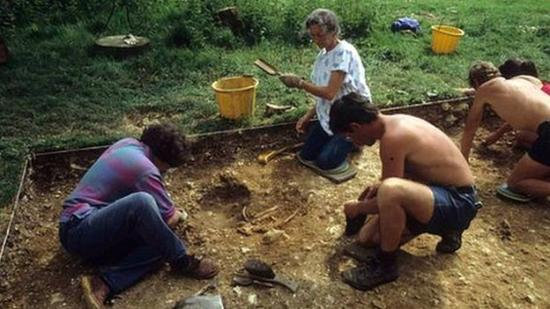 79737110 excavation2r