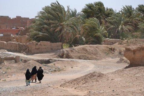 800 des femmes passent par sijilmasa pour se rendre au souk de rissani