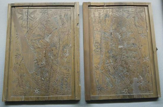 800px-tablette-zodiacale-de-grand-man.jpg