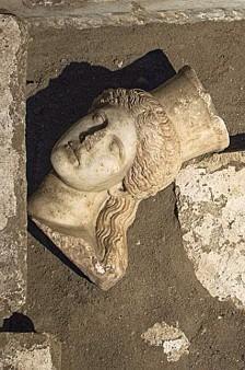 Amphipolis 21 10 5 en 224x338
