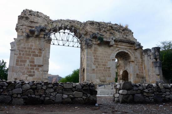 Anavarzada gladyatorlerin dovus alani bulundu 1580 dhaphoto5