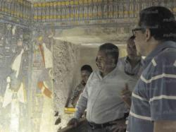 Antiquities minister mamdouh al damaty checks on renovations at the horemheb tomb in luxor