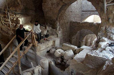 Archaeology herodian two men at excavations hebrew u