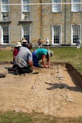 archaeology-volunteers.jpg
