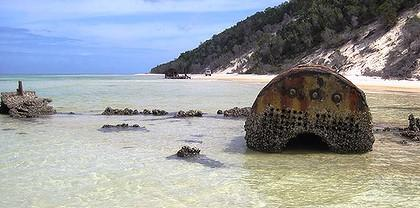 art-4-fairlight-rear-and-normanby-foreground-on-moreton-island-2-420x0.jpg