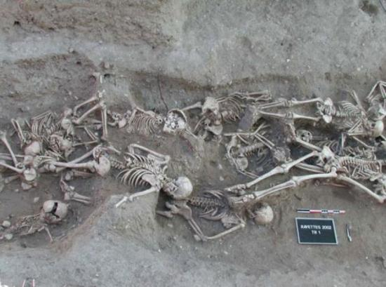 Bubonic plague victims mass grave in martigues france 1720 1721 0