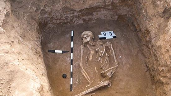 Cc yamna culture tomb 16x9