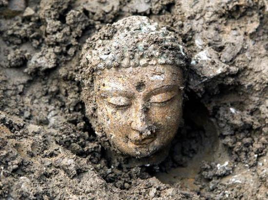 china-buddhas-found-head-earth-50929-600x450.jpg