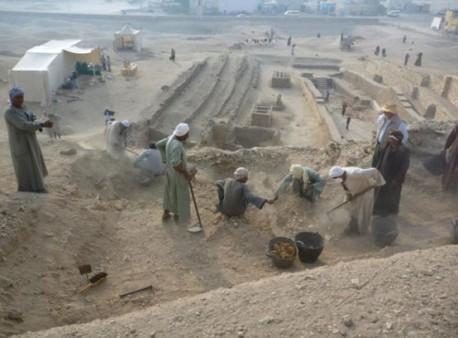 Dra abu el naga necropolis 458x338