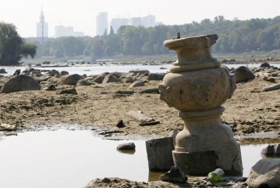 drought-reveals-artifacts-in-poland-river-pillar-59587-600x450.jpg