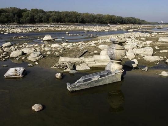 drought-reveals-artifacts-in-poland-river-wide-59588-600x450.jpg