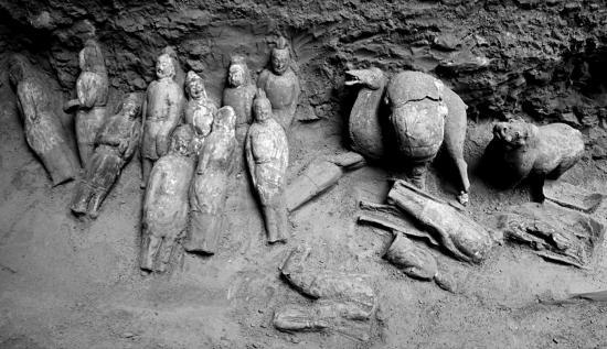 Figurine tomb 7