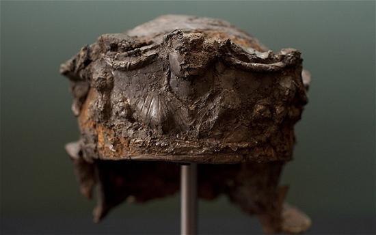 helmet-2105106b.jpg