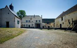 Hougoumont farm 3192294b