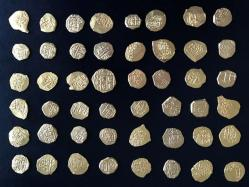 ht-gold-coins-300-years-old-found-treasure-chest-thg-130715-4x3-608.jpg