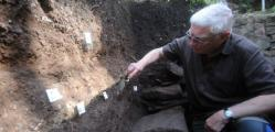 joe-connell-of-coventry-and-district-archaeological-society-at-work-on-the-dig-937807415.jpg