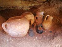 Jugs and urns 200x150