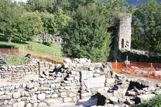 le-chantier-de-fouilles-a-ete-rouvert-lundi-et-des-visites-guidees-sont-planifiees-pour-ouvrir-le-si.jpg