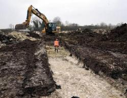 les-archeologues-tatent-le-terrain-image-article-large.jpg