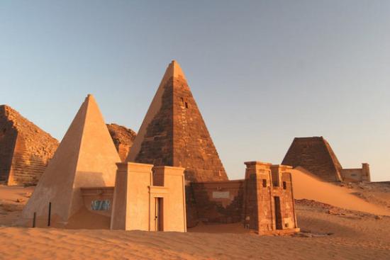 meroe-pyramids.jpg