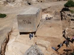 Monolith baalbek 450x338