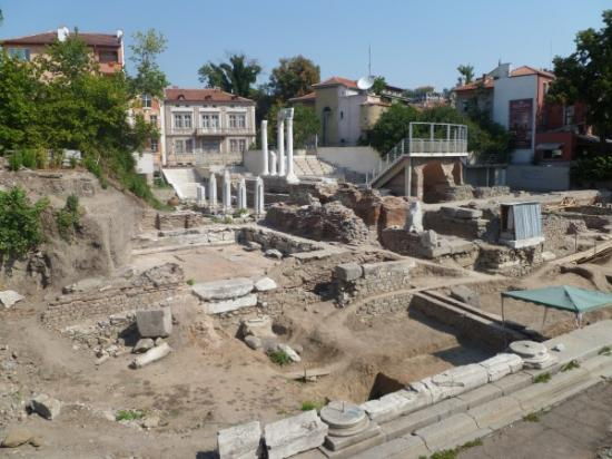 odeon-archaeological-site-plovdiv-photo-clive-leviev-sawyer-600x450.jpg