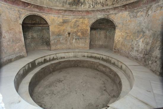 pompeii-bath-130111.jpg