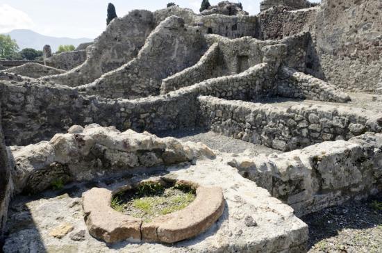 pompeii-ruins-120110.jpg