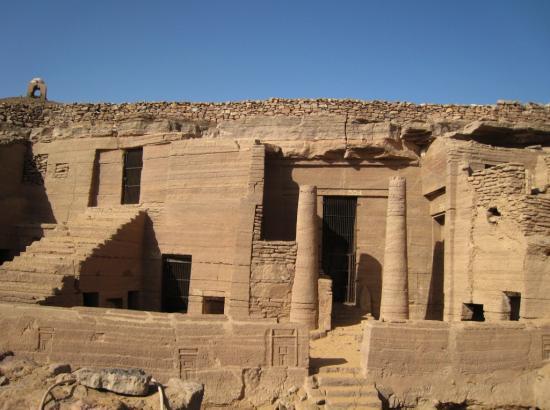 tomb3-1024x765.jpg
