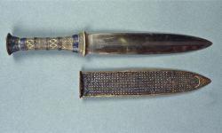 Tutankhamuns iron dagger 007