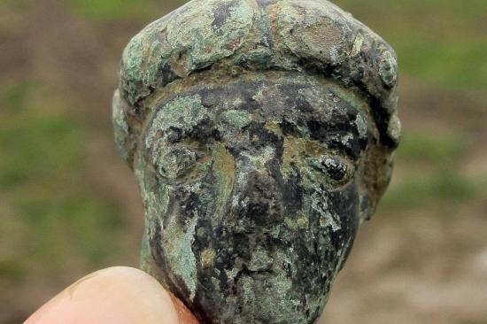 Une figure humaine en bronze a egalement ete retrouve dans 1624519 1200x800