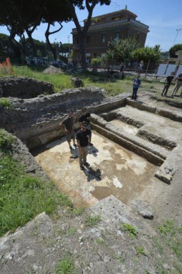 Une necropole prouvant la liberte des romains devant la 893906 399x600p